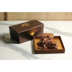 Sütlü Çikolatalı Çilekli Kırma Çikolata Kahverengi Konik Kutu
